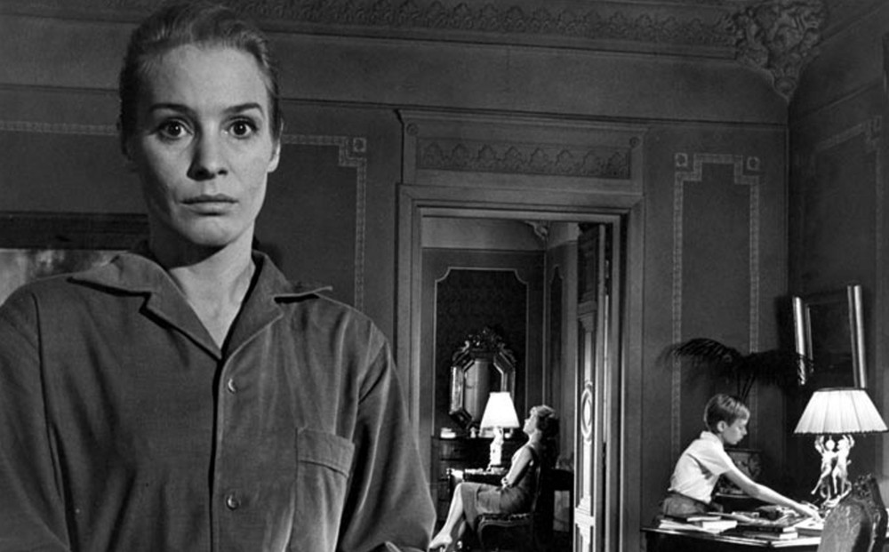 Actor Ingrid Thulin in the foreground, with Jörgen Lindström and Gunnel Lindblom in the background.