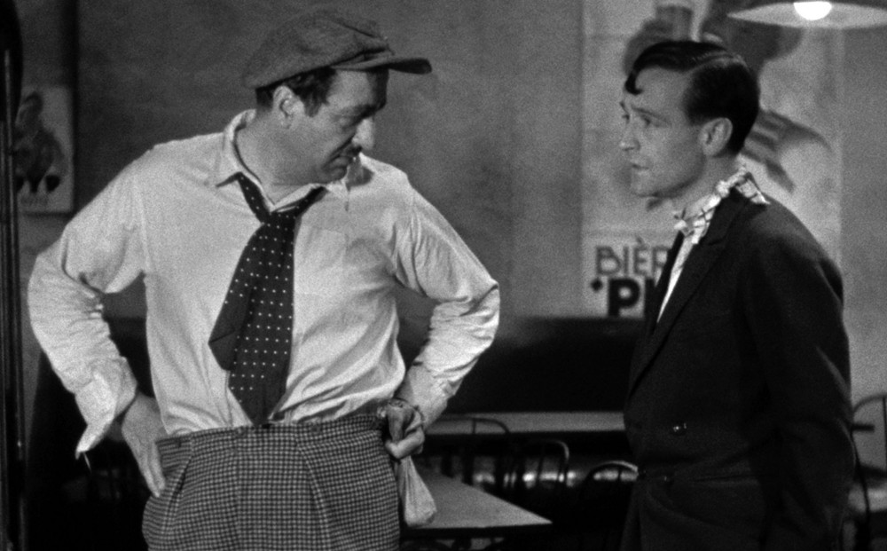 Actors Raimu and Pierre Fesnay converse.