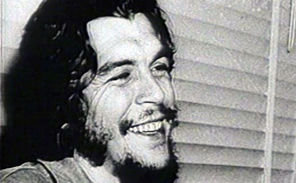 Close-up on Che Guevara's smiling face, from HASTA LA VICTORIA SIEMPRE