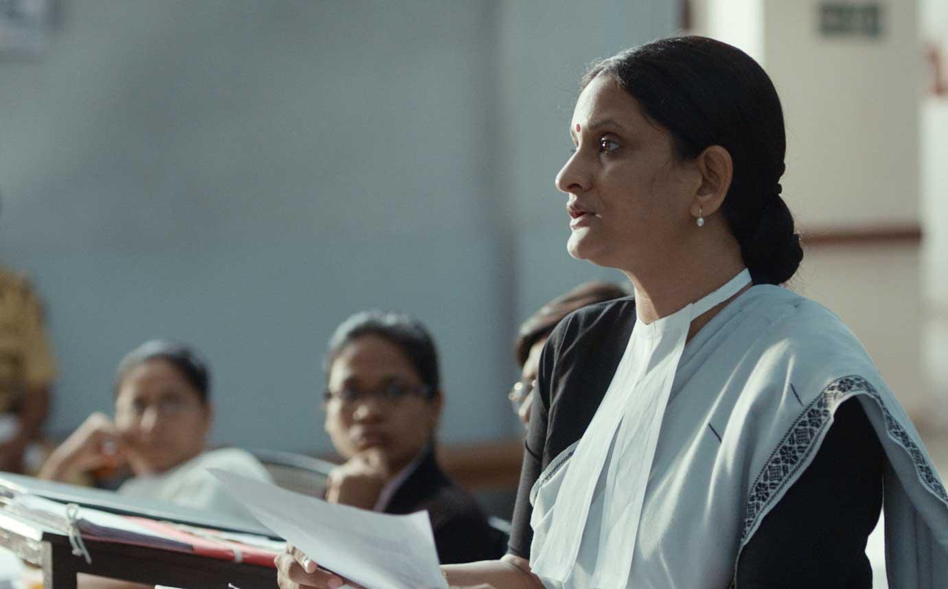 COURT Actress Geetanjali Kulkarni IN PERSON!