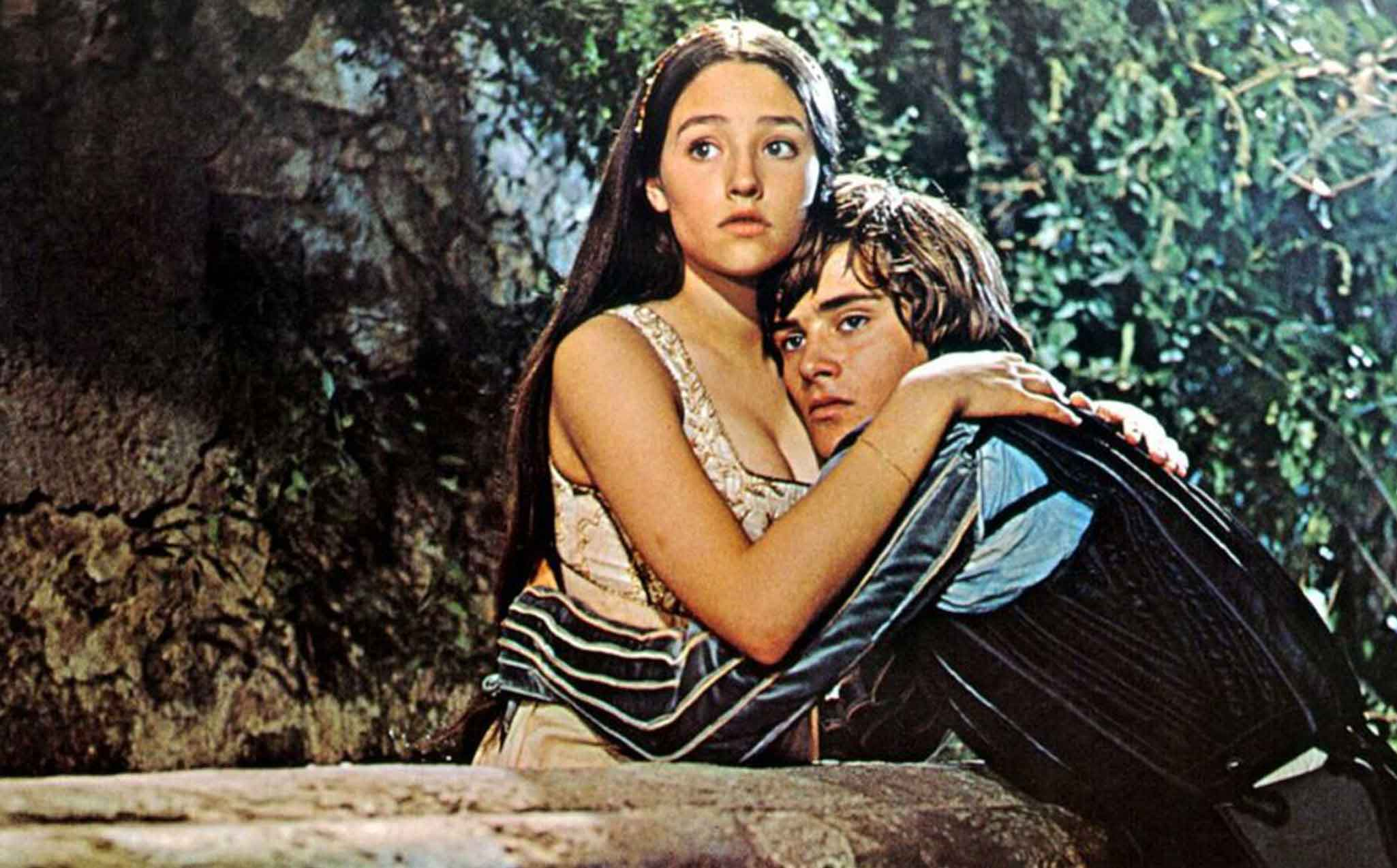 romeo and juliet analysis film and Analysis of romeo and juliet romeo and juliet , a tragedy play, which was set into film, had different versions in movies as i watched one of versions in movie.