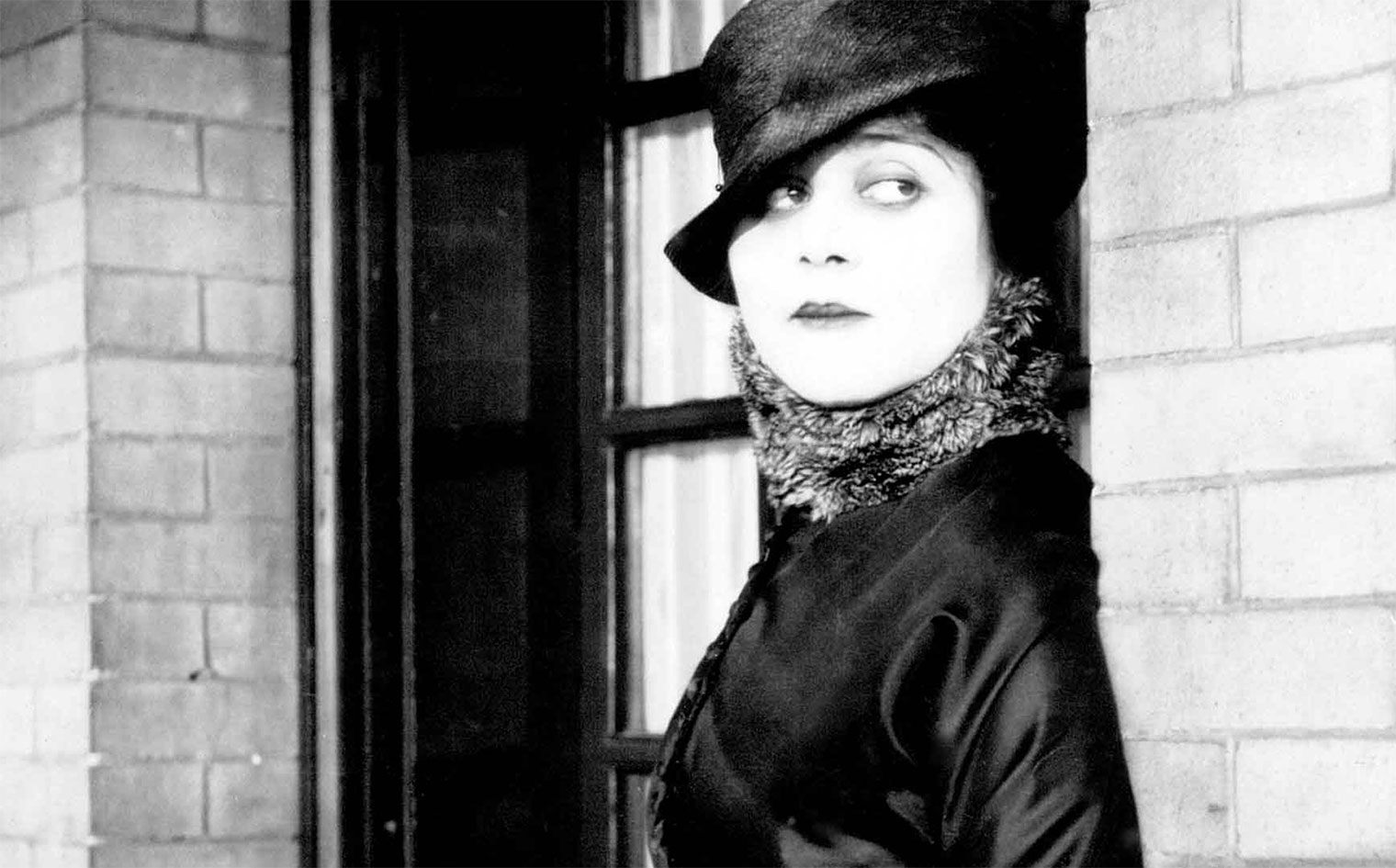 Theda Bara in <br>A FOOL THERE WAS